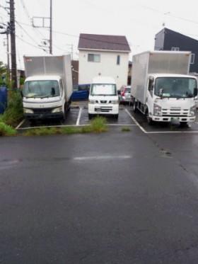 藤沢所有の「2tトラック」と「軽貨物車両。」