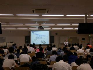 横浜市金沢区にある 関東学院講演。 講義中の模様。