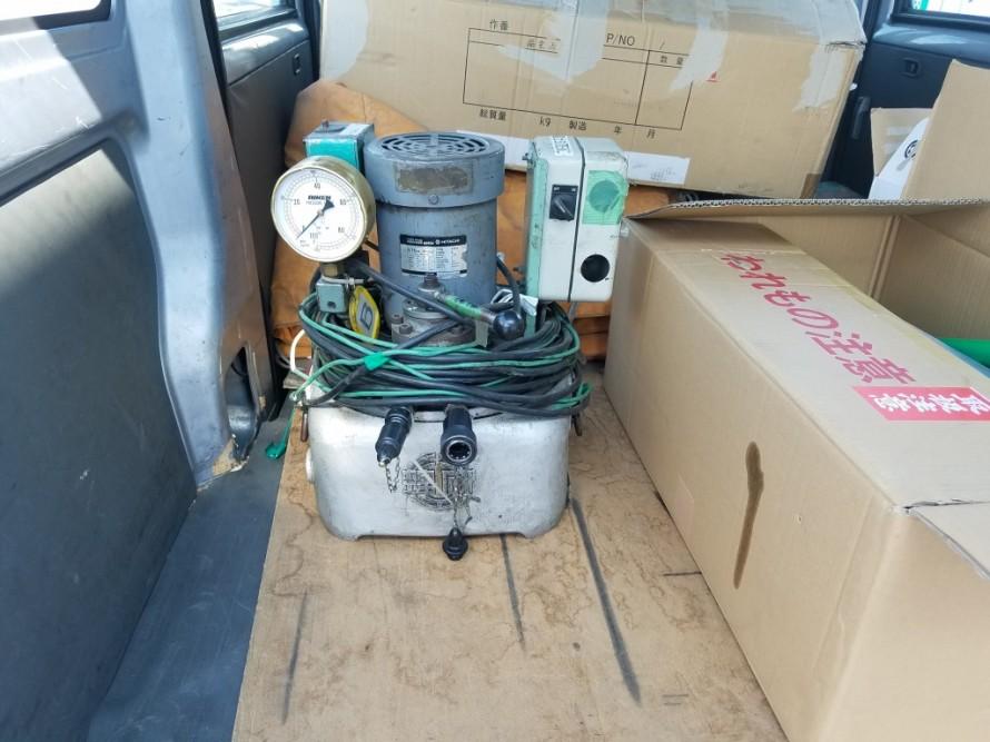 スポット便で運搬した油圧ポンプ