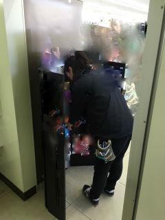 横浜市内のコンビニへ販促什器の設置から差し替えまでの風景