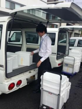神奈川県内 検体輸送。 備品の積み込み。