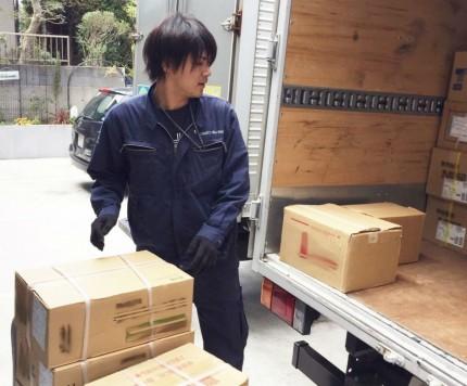 京浜営業所企画提案営業職 積み下ろし中の様子です。