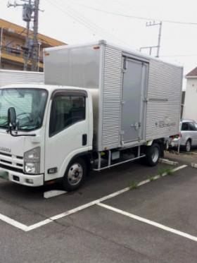 藤沢所有、ロングの2tトラックです。