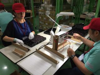 東扇島にて検品作業、電子機器の通電チェック作業