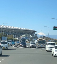 日産スタジアムと富士山