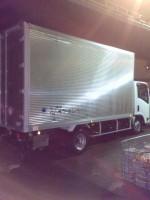リサイクルショップの業務にて使用の2tトラック。