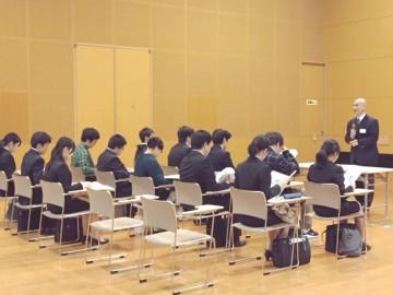神奈川大学で合同説明会を行ないました(社長より説明)