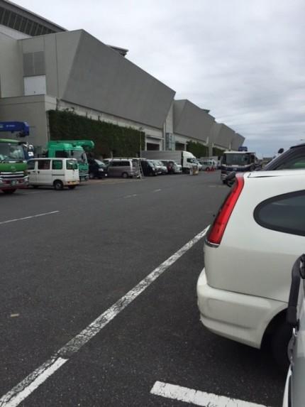 ある会場の駐車場。