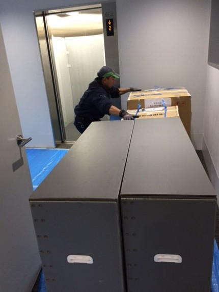 川崎でのイベント展示会の備品搬入
