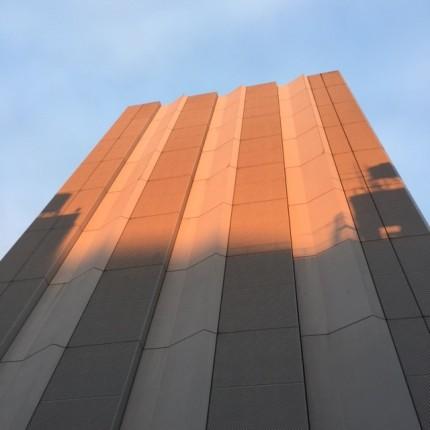 山の手通り沿いにて見た建築物「換気所換気塔」