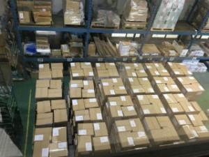 横浜市内の学校へお届けする「防災用品」の入庫状態。 事務所2Fから撮影。