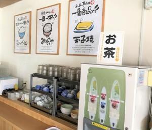 お茶やお水はセルフサービスです。