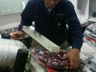 東京都内へ2tトラックでクリーニング集配業務にて。 商品取扱い中。