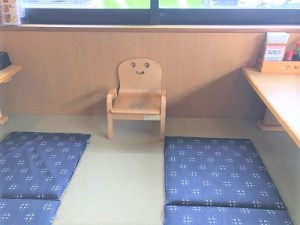 お子様専用の椅子も用意ございます。