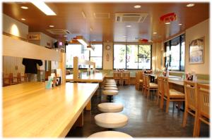 さがみはら陽光台食堂の明るい店内の様子