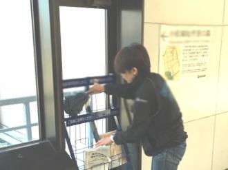 横浜市フリーペーパー配送 ※しっかりラックの清掃もいたします。