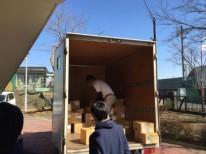 神奈川県内学校への教科書運搬業務にて。 搬出風景。